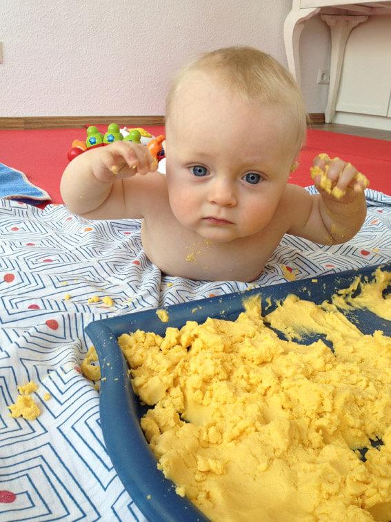wo babys nackt krabbeln und m tter singen eltern kind kurse f r das erstes lebensjahr. Black Bedroom Furniture Sets. Home Design Ideas