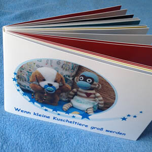 selbst gestaltetes Bilderbuch mit Kuscheltieren