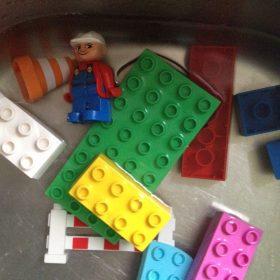 Wie man Lego und Duplosteine richtig wäscht oder desinfiziert