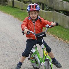 Radfahrendes Kind