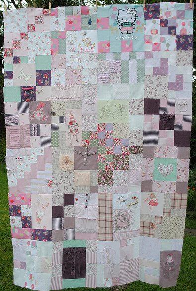 Baby Memory Quilt aus ausrangierten Babykleidungsstücken