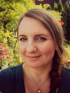 Simone Leiskau macht unter dem Namen Sweet Milk Memories Muttermilchschmuck