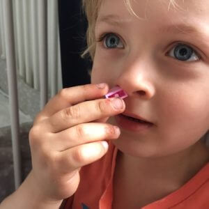 Ein Trick, mit dem man Fremdkörper aus Kindernasen wieder herausbekommt