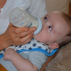 Langes Stillen ist auch dank abgepumpter Muttermilch möglich