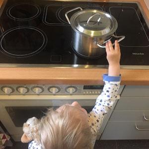 Erste Hilfe bei Verbrühungen beim Kind